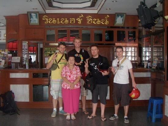 Winner Inn Hotel : Picture with 'Mama Chiang Mai' great staff