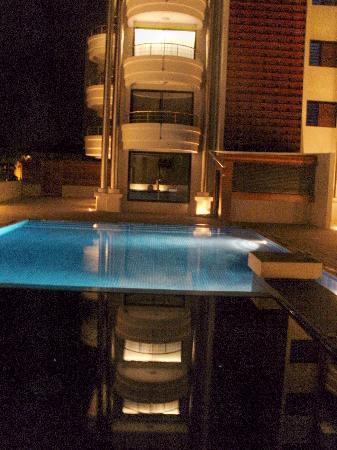 Hotel Tahiti Nui : Outdoor Pool & Hot Tub