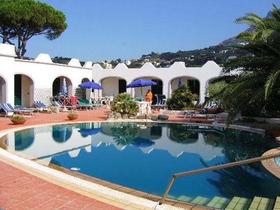 Hotel Lumihe: Vista delle piscine interne di acqua termale