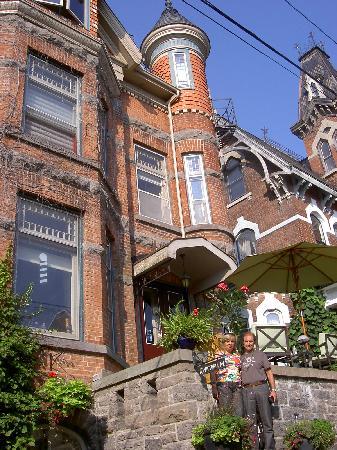 Brockville Victoria Inn: Entrada de la casa