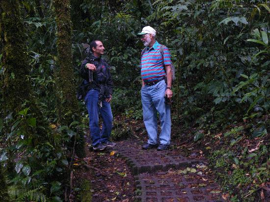 Rainbow Valley Lodge: Guide and Tony are Cloud Forest