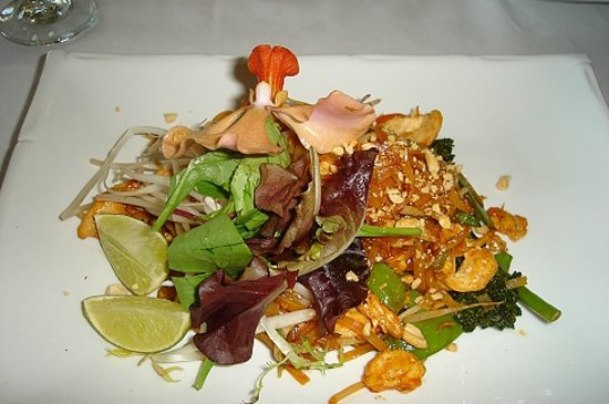 Oudom Thai & Sushi Restaurant : The Old Standby Pad Thai- Our First Visit