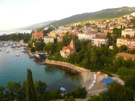 Opatija, Κροατία: View of Opatjia 7 beach from balcony
