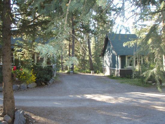 Johnston Canyon Lodge and Bungalows: resort