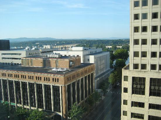 Hilton Harrisburg: Outside views from 11th floor to river