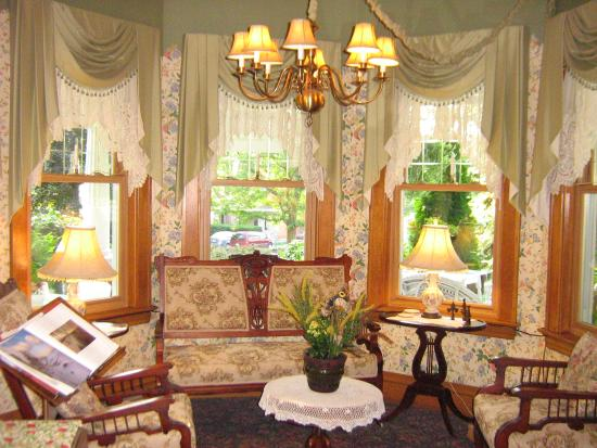 Kingsley House Bed and Breakfast Inn: Kingsley House Parlor