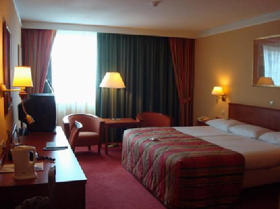 NH Amsterdam Schiphol Airport: Very spacious room