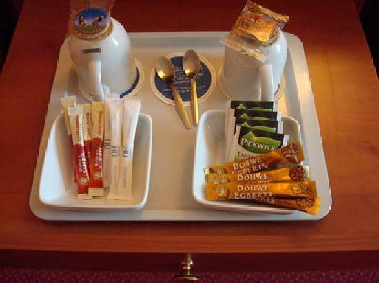 NH Amsterdam Schiphol Airport: Free tea and cookies