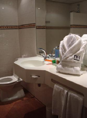 NH Amsterdam Schiphol Airport: Nice bathroom