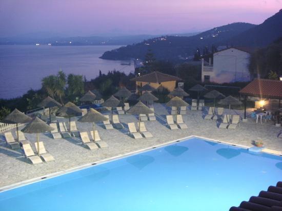 Pantokrator Hotel : pool at night