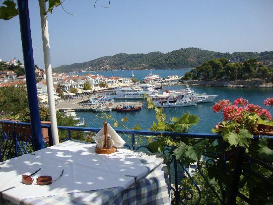 Ritsa studios skiathos skiathos town apartment reviews for Skiathos town hotels