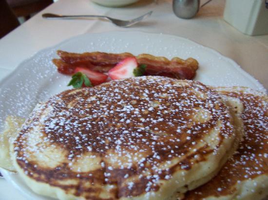 Kiepersol Estates Bed and Breakfast : Pancake breakfast