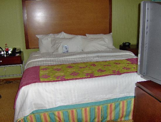 SpringHill Suites Virginia Beach Oceanfront: King bed