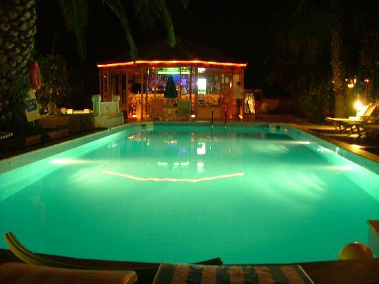 Mehtap Hotel Dalyan: Pool at night