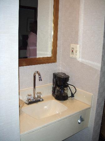 Comfort Inn Utica: additional sink area outside bathroom