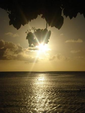 Ypao Beach Park: Guam sunsets.... sigh.