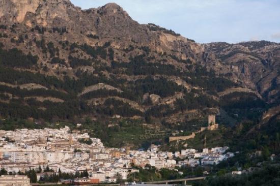 Natural Park Sierra de Cazorla : El pueblo de Cazorla entre las montañas