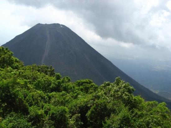 Santa Ana, Salwador: Volcán Izalco, hermoso se ve! Debo regresar para escalarlo, cierto ever?