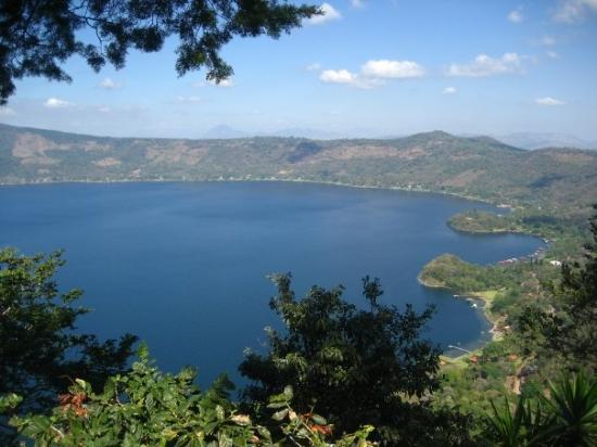 Santa Ana, Salwador: Lago Coatepeque, ji ji... nosotras pensamos era Guatepeque ji, como una guata pequeña :)  Una