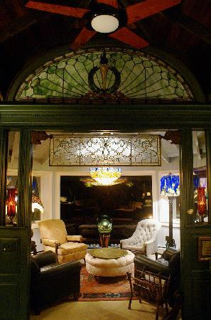 Land's End Inn: Sun Room - My favorite place in the common area to sip tea and take in the views.