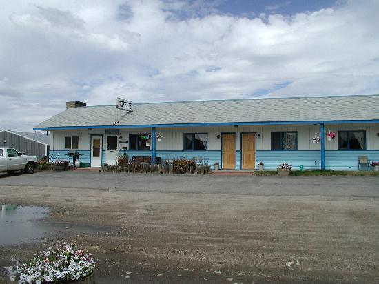 Homestead Motel: Office area and rooms