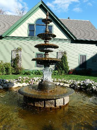 Habberstad House: Fountain in the side garden