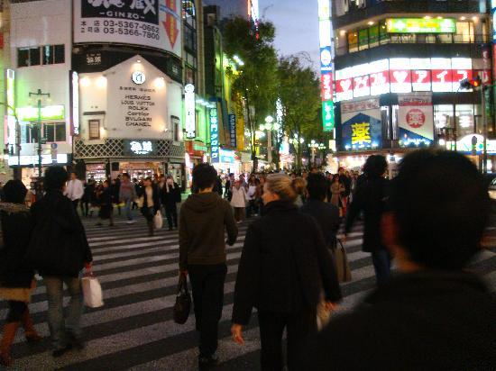 Park Hyatt Tokyo : The store in background has real LV, Hermes,.....