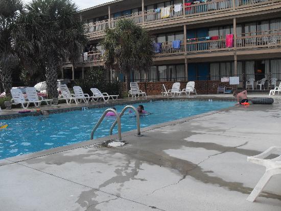 Oceaneer Motel: Poolside