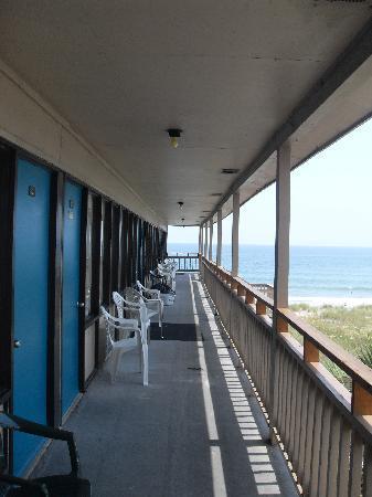 Oceaneer Motel: 3rd floor balcony