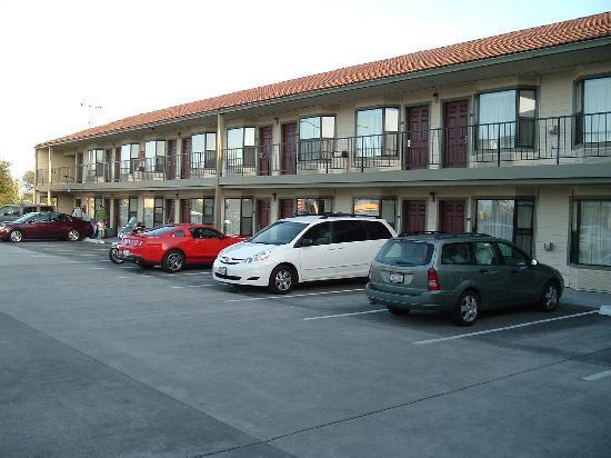 Rodeway Inn: Front exterior