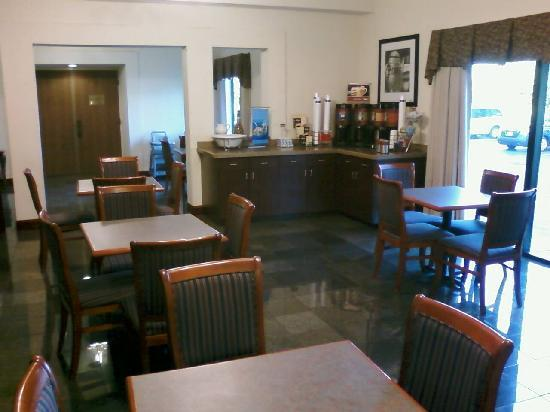 Hampton Inn Cincinnati - Kings Island: Breakfast area