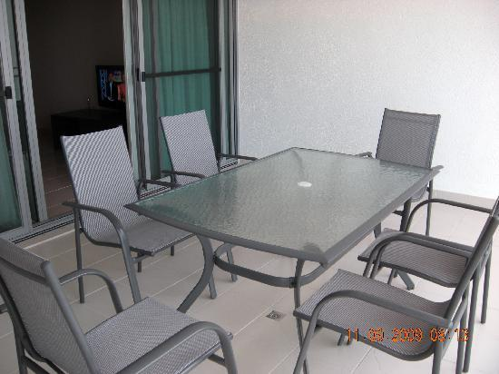 Argus Apartments Darwin : balcony area