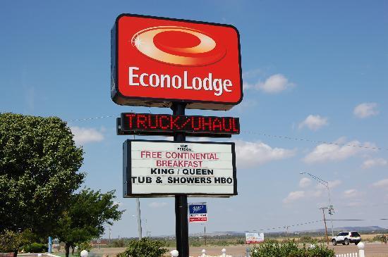 Econo Lodge Tucumcari: Front