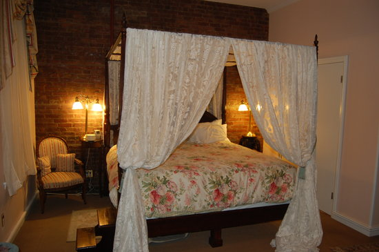 The Townhouse Inn of Chelsea: Canapy Room #31