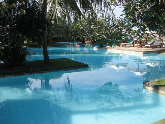 Peninsulas Pool