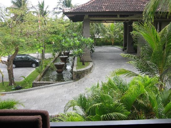 Peninsula: Hotel Entrance
