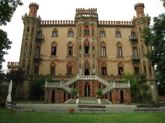 Al Castello: 迫力ある外観