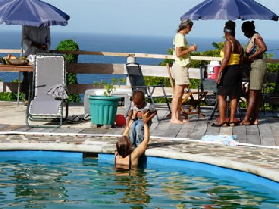 OhLaLa Villas : Pool side BBQ