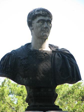 Drobeta-Turnu Severin, Rumania: Emperor Traian conqueror of the Dacians