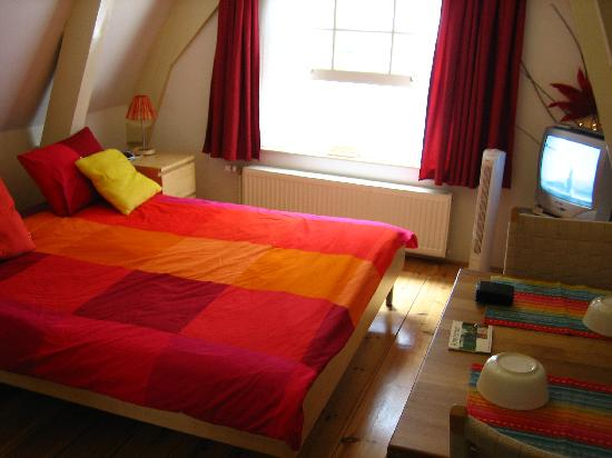 CityCenter Bed and Breakfast Amsterdam: habitacion