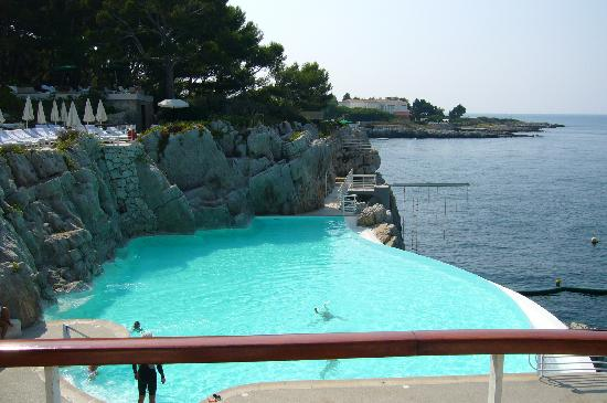 Hotel du Cap-Eden-Roc: The cement pond!