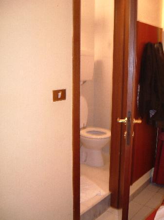 Hotel Giulio Cesare : Bathroom!