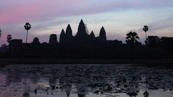 Amansara : temple d'Angkor Vat au lever du soleil