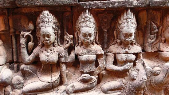 Amansara : des Apsara  =  danseuses célestes