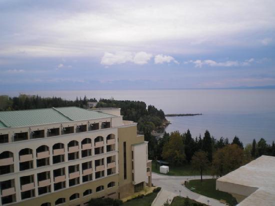 Sol Nessebar Palace: Blick auf das Schwesterhotel Richtung Nesebar