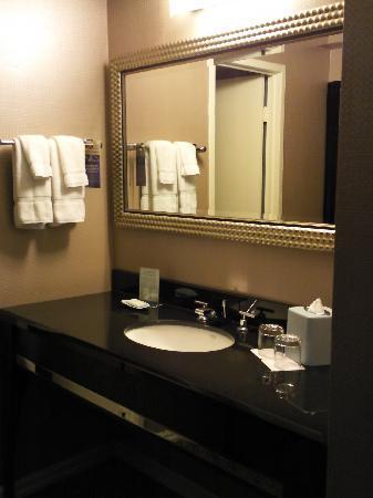 Kimpton Hotel Madera: Vanity placed outside of tiny bathroom
