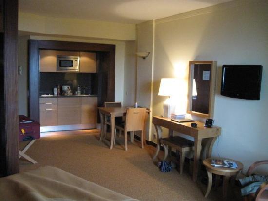 Suite Hotel Eden Mar : The room interior