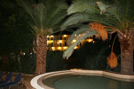 Zante Plaza Hotel & Apartments: Small Pool with view of main hotel