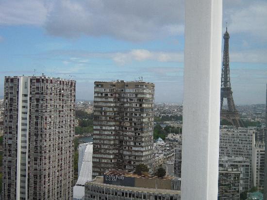 อดาจิโอ ปารีส ตูร์ เอฟแฟล์: view obstructed by ugly structure