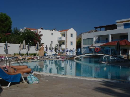 Pefkos, Yunanistan: Resort poolside in morning
